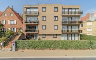 Gerenoveerd appartement met 2 slaapkamers, terras en kelderberging te koop in residentie Ulla (1991)...