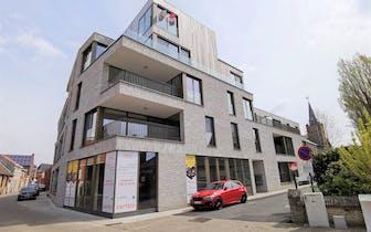 Gelijkvloers tweekamerappartement te koop in het centrum van Poperinge met onderhoudsvriendelijk tui...