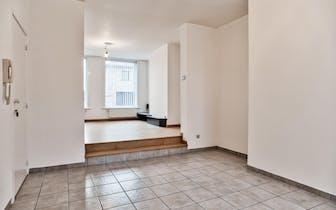 Op zoek naar een appartement te koop in Ledegem met buitenkoer en parkeermogelijkheden? Bekijk dan z...