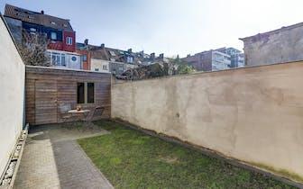 Dit huis in één van de meeste geliefde wijken van Gent wordt verkocht door middel van ons pre sale c...