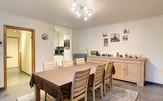 Appartement te koop in het centrum van Avelgem, Doorniksesteenweg. Het appartement is voorzien van 2...