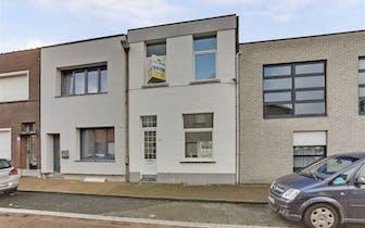 Te koop - Merksem - gerenoveerde woning met 2 slaapkamers en zonsgeoriënteerd terras/patio in uiters...