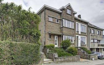 Karaktervolle woning met veel charme gelegen in een rustige wijk dicht tegen het centrum van Dilbeek...