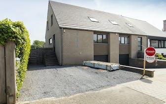 Recent huis te koop te Kluisbergen, Bloemenlaan. Het huis is voorzien van 3 slaapkamers, ingerichte...