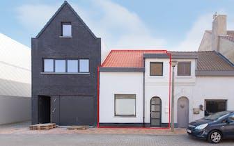 Gerenoveerd huis met twee slaapkamers gelegen in de Emiel Coppiettersstraat te Nieuwpoort.