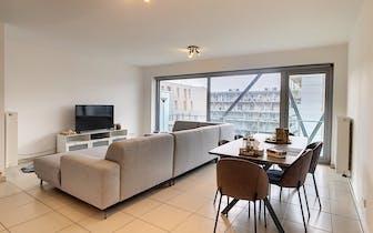 Dit ruime appartement (107m²) met 2 slaapkamers en 2 terrassen bevindt zich vlakbij het centrum van...