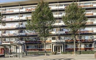 Appartement te koop in Merksem aan de Nieuwdreef 126 - een gelijkvloerse verdieping met voorterras,...