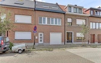 Te koop - woning - Merksem - uiterst rustig maar centraal gelegen ééngezinswoning met 3 slaapkamers...