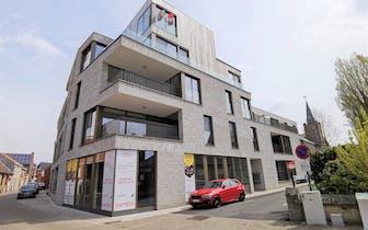 Nieuwbouw 2 kamerappartement (102 m²) te koop met tuintje (88 m²) pal in het centrum van Poperinge o...