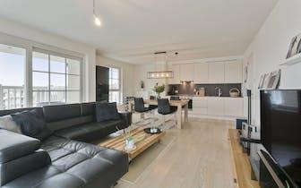 Luxueus en ruim zuid-gericht appartement met 2 slaapkamers en 2 terrassen, gelegen in een rustige, g...