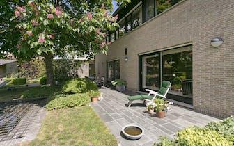 Langs de Reesinghelaan te Maldegem situeert zich dit prima onderhouden, alleenstaand huis te koop da...