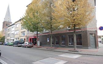 Handelspand in Deurne-Zuid van +/- 108 m² met aparte opslagplaats in zelfde gebouw gelegen op hoek v...