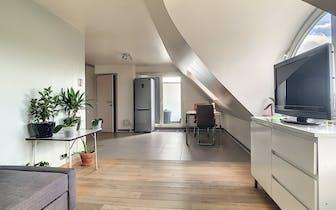 Instapklaar appartement met 2 ruime slaapkamers op de vierde verdieping, gunstig EPC en heel goede l...