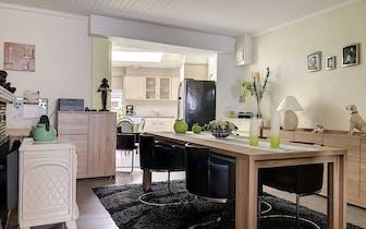 Huis met 3 slaapkamers nabij centrum Roeselare. Het huis geniet van een knusse indeling en werd rece...