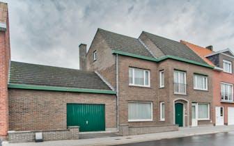 Ruime woning met 4 slaapkamers op 680m2 te koop in Ruiselede. Goede verbindingen naar Ruiselede, Aal...