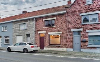 Instapklare woning met 3 slaapkamers, vernieuwde badkamer en een ruime leefruimte te koop!
