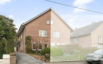 Dit huis in Merelbeke Flora met garage op 367m² is voorzien van een bewoonbaar opp. van 226m². Er zi...